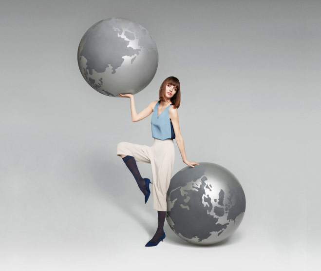 Young Woman wearing ITEM m6 travel tights and two globes