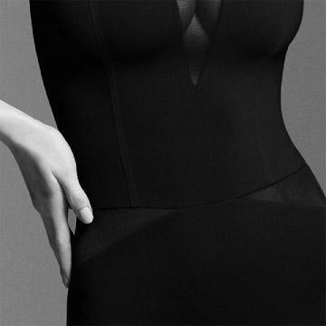 Oberkörper jungen Frau in einem ITEM m6 Shape Body