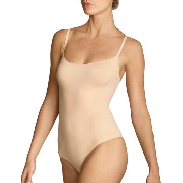 Der ITEM m6 String Body - getragen von einer modebewussten Frau.