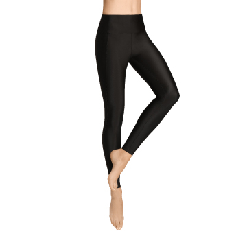leggs of a young woman wearing ITEM m6 Allday Leggings