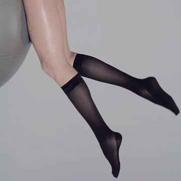 This picture shows the pressure-free waistband on our ITEM m6 stockings for a reliable fit with maximum comfort.